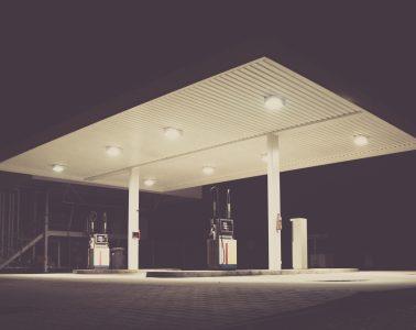 tankstelle bei nacht / petrol station at night